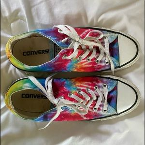 low top tie-dye converse